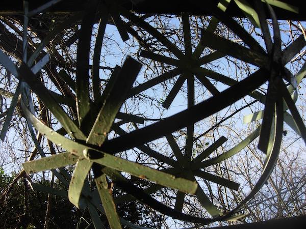 Sphère polyédrique en métal